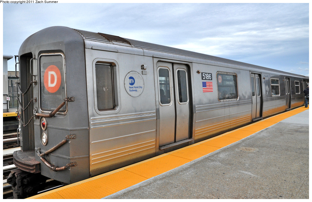 (360k, 1044x677)<br><b>Country:</b> United States<br><b>City:</b> New York<br><b>System:</b> New York City Transit<br><b>Line:</b> BMT West End Line<br><b>Location:</b> 71st Street <br><b>Route:</b> D<br><b>Car:</b> R-68A (Kawasaki, 1988-1989)  5186 <br><b>Photo by:</b> Zach Summer<br><b>Date:</b> 10/12/2011<br><b>Viewed (this week/total):</b> 1 / 664