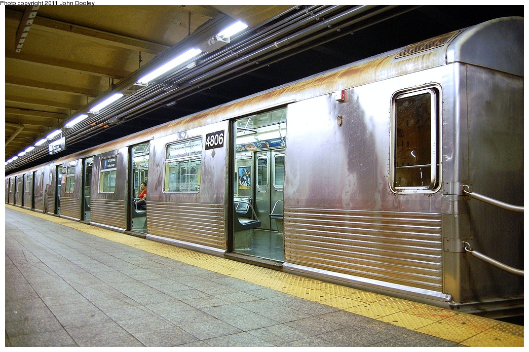 (401k, 1044x694)<br><b>Country:</b> United States<br><b>City:</b> New York<br><b>System:</b> New York City Transit<br><b>Line:</b> IND 8th Avenue Line<br><b>Location:</b> 207th Street <br><b>Route:</b> A<br><b>Car:</b> R-42 (St. Louis, 1969-1970)  4806 <br><b>Photo by:</b> John Dooley<br><b>Date:</b> 8/15/2011<br><b>Viewed (this week/total):</b> 4 / 240