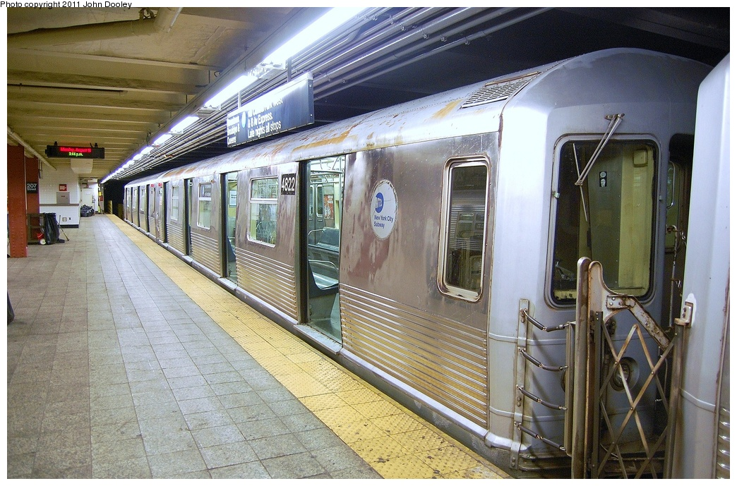 (386k, 1044x689)<br><b>Country:</b> United States<br><b>City:</b> New York<br><b>System:</b> New York City Transit<br><b>Line:</b> IND 8th Avenue Line<br><b>Location:</b> 207th Street <br><b>Route:</b> A<br><b>Car:</b> R-42 (St. Louis, 1969-1970)  4822 <br><b>Photo by:</b> John Dooley<br><b>Date:</b> 8/15/2011<br><b>Viewed (this week/total):</b> 1 / 260