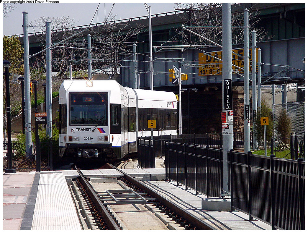 (358k, 1044x788)<br><b>Country:</b> United States<br><b>City:</b> Jersey City, NJ<br><b>System:</b> Hudson Bergen Light Rail<br><b>Location:</b> Liberty State Park <br><b>Car:</b> NJT-HBLR LRV (Kinki-Sharyo, 1998-99)  2021 <br><b>Photo by:</b> David Pirmann<br><b>Date:</b> 4/29/2000<br><b>Viewed (this week/total):</b> 1 / 2713