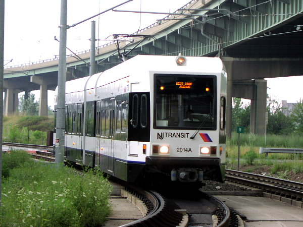 (84k, 600x450)<br><b>Country:</b> United States<br><b>City:</b> Jersey City, NJ<br><b>System:</b> Hudson Bergen Light Rail<br><b>Location:</b> Liberty State Park <br><b>Car:</b> NJT-HBLR LRV (Kinki-Sharyo, 1998-99)  2014 <br><b>Photo by:</b> Trevor Logan<br><b>Date:</b> 8/13/2001<br><b>Notes:</b> Approaching Liberty State Park from north<br><b>Viewed (this week/total):</b> 0 / 3304