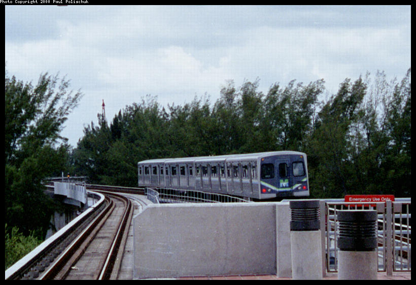 (89k, 820x561)<br><b>Country:</b> United States<br><b>City:</b> Miami, FL<br><b>System:</b> Miami Metrorail<br><b>Location:</b> Okeechobee <br><b>Photo by:</b> Paul Polischuk<br><b>Date:</b> 8/2000<br><b>Notes:</b> Northbound train leaving station heading for Palmetto Yard<br><b>Viewed (this week/total):</b> 2 / 4982