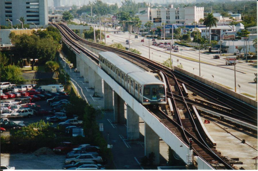 (103k, 900x597)<br><b>Country:</b> United States<br><b>City:</b> Miami, FL<br><b>System:</b> Miami Metrorail<br><b>Location:</b> Dadeland South <br><b>Photo by:</b> Bob Pickering<br><b>Date:</b> 1/1/1997<br><b>Notes:</b> Metrorail train approaching the end of the line at Kendall at Dadeland South station<br><b>Viewed (this week/total):</b> 0 / 6316