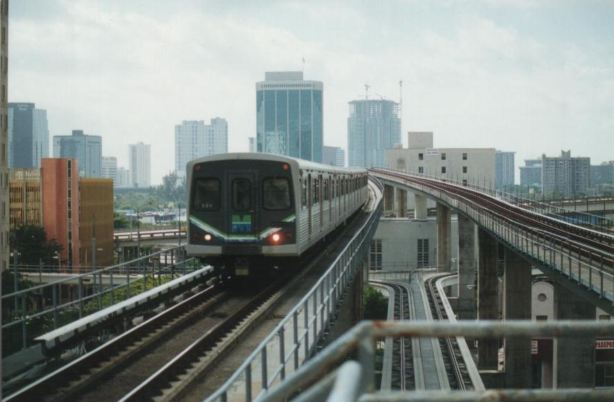 (64k, 884x580)<br><b>Country:</b> United States<br><b>City:</b> Miami, FL<br><b>System:</b> Miami Metrorail<br><b>Location:</b> Government Center <br><b>Photo by:</b> Bob Pickering<br><b>Date:</b> 1/8/1997<br><b>Notes:</b> Metrorail crossing the Miami River in downtown. Note the peoplemover tracks below<br><b>Viewed (this week/total):</b> 2 / 8010