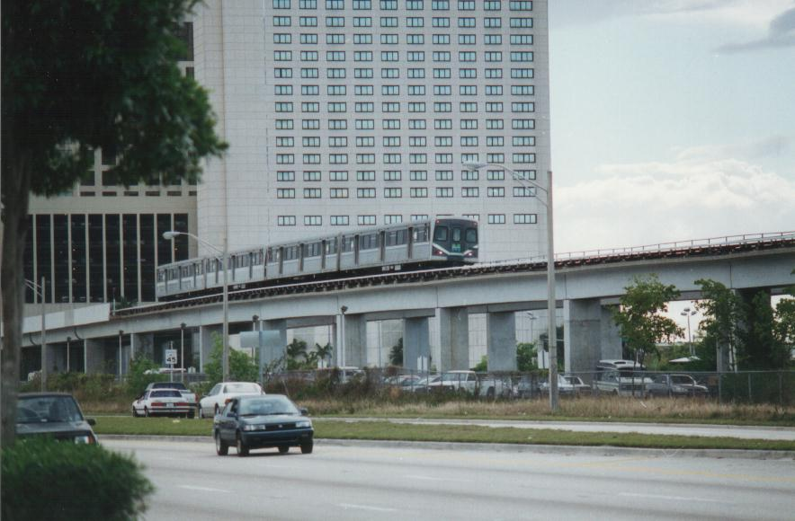 (74k, 884x580)<br><b>Country:</b> United States<br><b>City:</b> Miami, FL<br><b>System:</b> Miami Metrorail<br><b>Location:</b> Dadeland South <br><b>Photo by:</b> Bob Pickering<br><b>Date:</b> 1/21/1997<br><b>Notes:</b> Metrorail northbound just leaving Dadeland South<br><b>Viewed (this week/total):</b> 2 / 4868