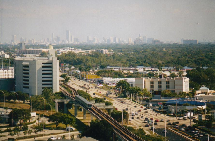 (83k, 890x586)<br><b>Country:</b> United States<br><b>City:</b> Miami, FL<br><b>System:</b> Miami Metrorail<br><b>Location:</b> Dadeland South <br><b>Photo by:</b> Bob Pickering<br><b>Date:</b> 2000<br><b>Notes:</b> View from Marriott Hotel- southbound arriving at Dadeland South<br><b>Viewed (this week/total):</b> 4 / 4876
