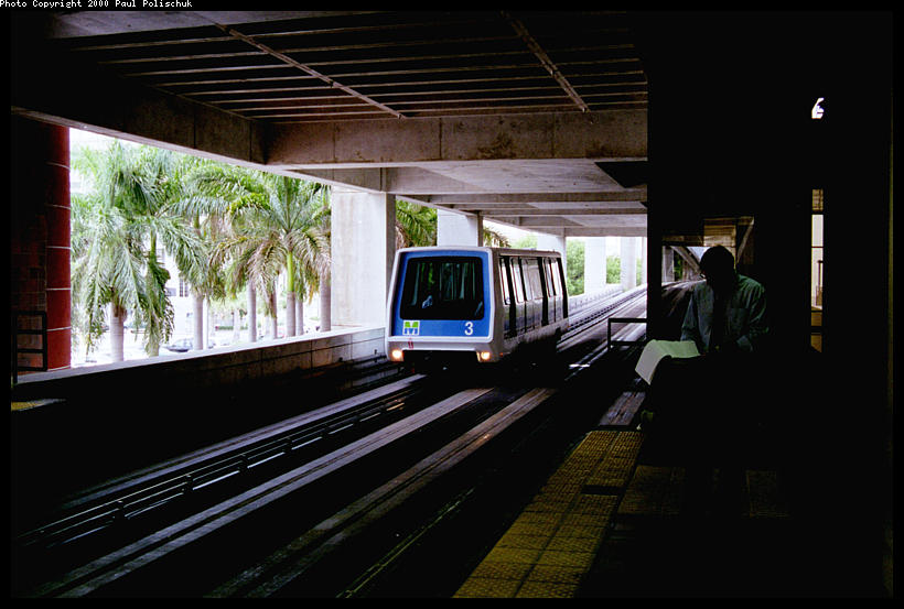 (78k, 820x553)<br><b>Country:</b> United States<br><b>City:</b> Miami, FL<br><b>System:</b> Miami Metromover<br><b>Location:</b> Government Center <br><b>Photo by:</b> Paul Polischuk<br><b>Date:</b> 8/2000<br><b>Notes:</b> Northbound car arriving at Government Center- Metrorail transfer on upper level<br><b>Viewed (this week/total):</b> 6 / 3762