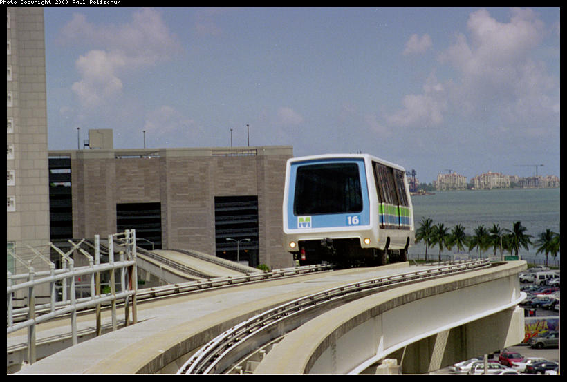 (75k, 820x553)<br><b>Country:</b> United States<br><b>City:</b> Miami, FL<br><b>System:</b> Miami Metromover<br><b>Location:</b> Knight Center <br><b>Photo by:</b> Paul Polischuk<br><b>Date:</b> 8/2000<br><b>Notes:</b> Inner loop train just east of Knight Center Station.<br><b>Viewed (this week/total):</b> 0 / 4343
