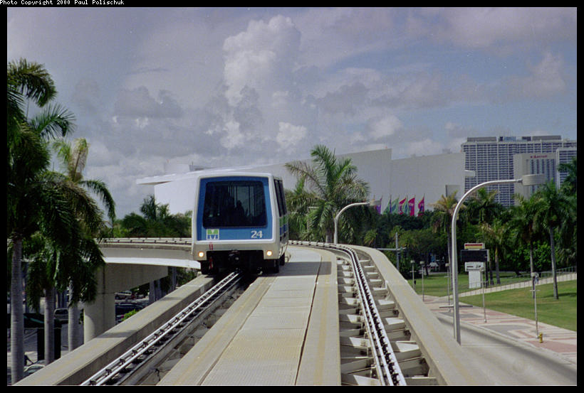 (81k, 820x553)<br><b>Country:</b> United States<br><b>City:</b> Miami, FL<br><b>System:</b> Miami Metromover<br><b>Location:</b> Bayfront <br><b>Photo by:</b> Paul Polischuk<br><b>Date:</b> 8/2000<br><b>Notes:</b> North of Bayfront Park Station, looking at Inner Loop train.<br><b>Viewed (this week/total):</b> 3 / 4268