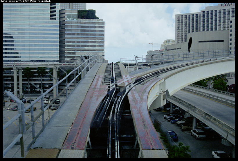 (95k, 820x553)<br><b>Country:</b> United States<br><b>City:</b> Miami, FL<br><b>System:</b> Miami Metromover<br><b>Location:</b> Ft. Dallas Park (3rd St.) <br><b>Photo by:</b> Paul Polischuk<br><b>Date:</b> 8/2000<br><b>Notes:</b> Switch #1 east of Third Street Station set for Brickell Loop.<br><b>Viewed (this week/total):</b> 2 / 5148