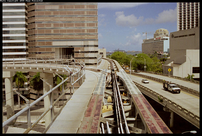 (112k, 820x553)<br><b>Country:</b> United States<br><b>City:</b> Miami, FL<br><b>System:</b> Miami Metromover<br><b>Location:</b> Knight Center <br><b>Photo by:</b> Paul Polischuk<br><b>Date:</b> 8/2000<br><b>Notes:</b> Switch #3 west of Knight Center Station set for move to Knight Center.<br><b>Viewed (this week/total):</b> 2 / 4815