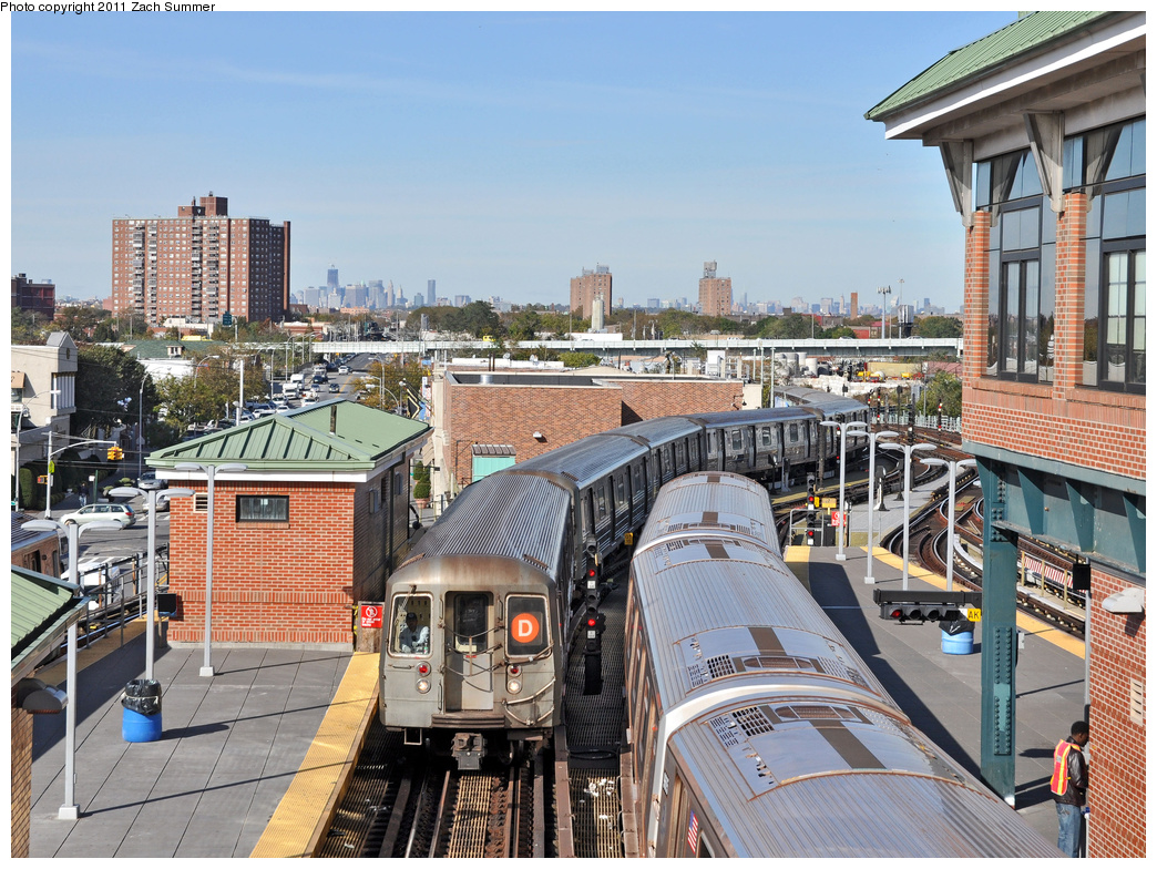 (491k, 1044x784)<br><b>Country:</b> United States<br><b>City:</b> New York<br><b>System:</b> New York City Transit<br><b>Location:</b> Coney Island/Stillwell Avenue<br><b>Route:</b> D<br><b>Car:</b> R-68 (Westinghouse-Amrail, 1986-1988)  2560 <br><b>Photo by:</b> Zach Summer<br><b>Date:</b> 10/28/2011<br><b>Viewed (this week/total):</b> 0 / 1058