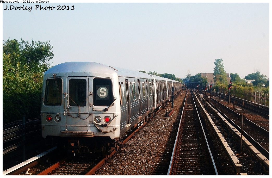 (356k, 1044x683)<br><b>Country:</b> United States<br><b>City:</b> New York<br><b>System:</b> New York City Transit<br><b>Line:</b> IND Rockaway<br><b>Location:</b> Broad Channel <br><b>Route:</b> S<br><b>Car:</b> R-46 (Pullman-Standard, 1974-75) 5880 <br><b>Photo by:</b> John Dooley<br><b>Date:</b> 8/20/2011<br><b>Viewed (this week/total):</b> 2 / 306