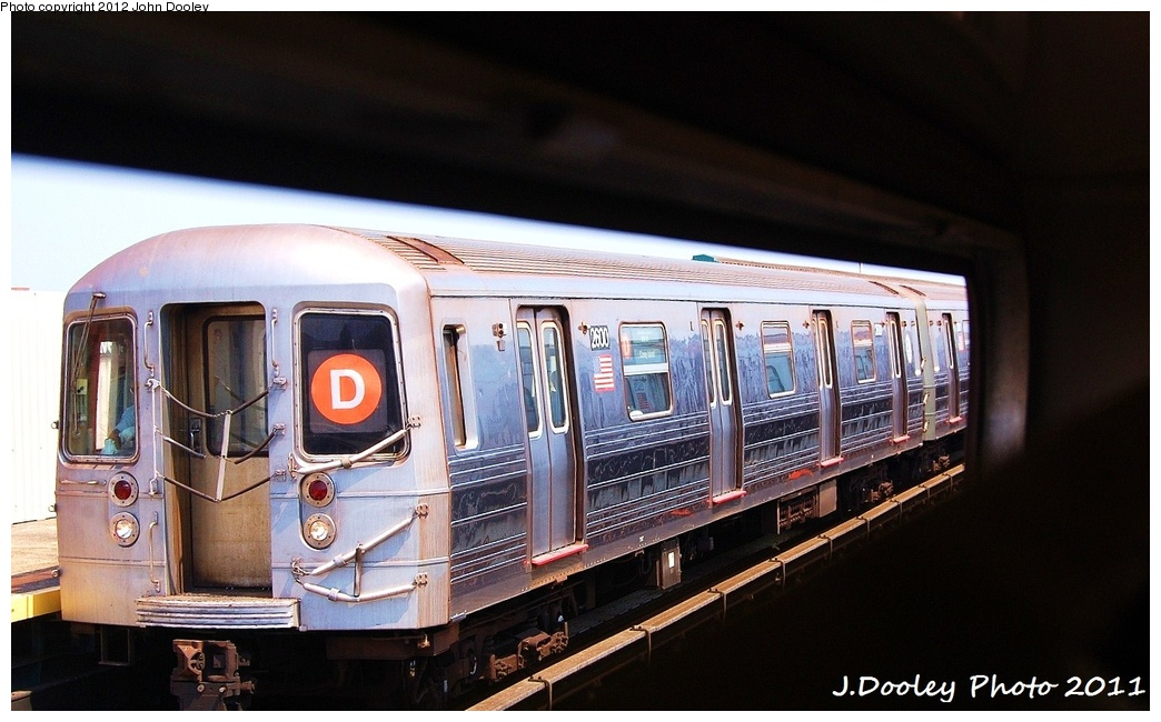 (280k, 1044x650)<br><b>Country:</b> United States<br><b>City:</b> New York<br><b>System:</b> New York City Transit<br><b>Line:</b> BMT West End Line<br><b>Location:</b> 20th Avenue <br><b>Route:</b> D<br><b>Car:</b> R-68 (Westinghouse-Amrail, 1986-1988)  2600 <br><b>Photo by:</b> John Dooley<br><b>Date:</b> 7/20/2011<br><b>Viewed (this week/total):</b> 1 / 430