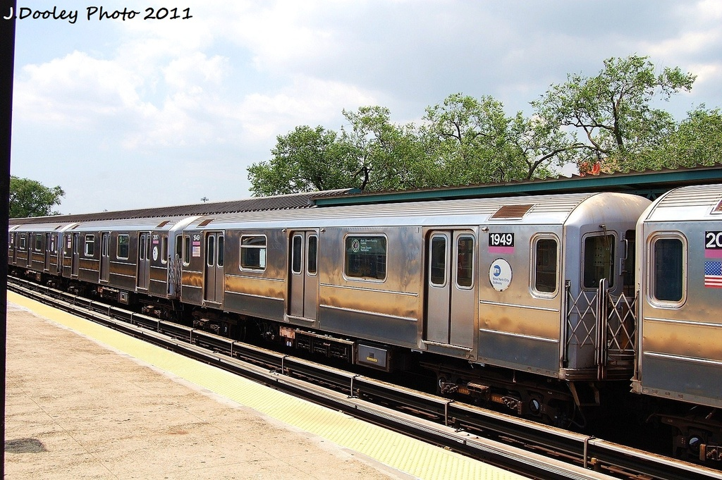 (388k, 1024x681)<br><b>Country:</b> United States<br><b>City:</b> New York<br><b>System:</b> New York City Transit<br><b>Line:</b> IRT Flushing Line<br><b>Location:</b> Willets Point/Mets (fmr. Shea Stadium) <br><b>Route:</b> 7<br><b>Car:</b> R-62A (Bombardier, 1984-1987)  1949 <br><b>Photo by:</b> John Dooley<br><b>Date:</b> 6/27/2011<br><b>Viewed (this week/total):</b> 0 / 553