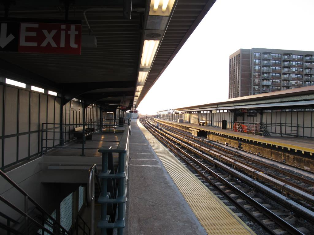 (114k, 1024x768)<br><b>Country:</b> United States<br><b>City:</b> New York<br><b>System:</b> New York City Transit<br><b>Line:</b> IND Rockaway<br><b>Location:</b> Beach 98th Street/Playland <br><b>Photo by:</b> Robbie Rosenfeld<br><b>Date:</b> 1/16/2012<br><b>Notes:</b> Renovated platforms.<br><b>Viewed (this week/total):</b> 4 / 623