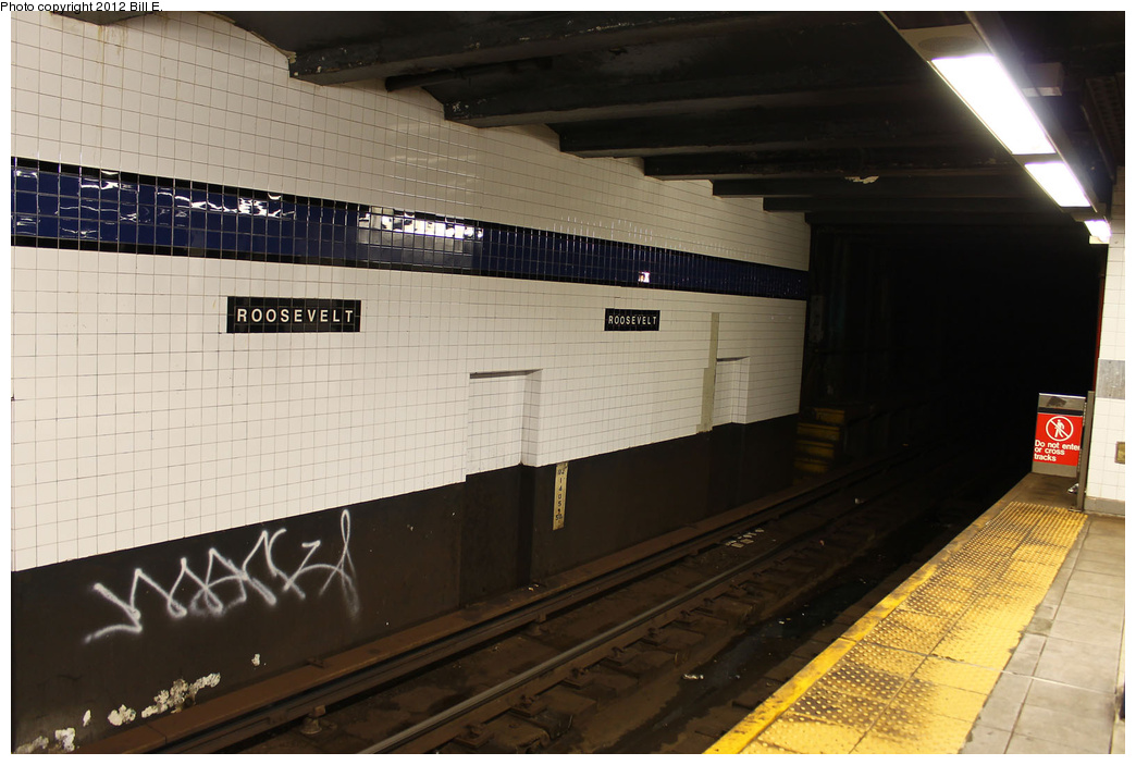 (293k, 1044x703)<br><b>Country:</b> United States<br><b>City:</b> New York<br><b>System:</b> New York City Transit<br><b>Line:</b> IND Queens Boulevard Line<br><b>Location:</b> Roosevelt Avenue <br><b>Photo by:</b> Bill E.<br><b>Date:</b> 9/3/2011<br><b>Viewed (this week/total):</b> 0 / 737