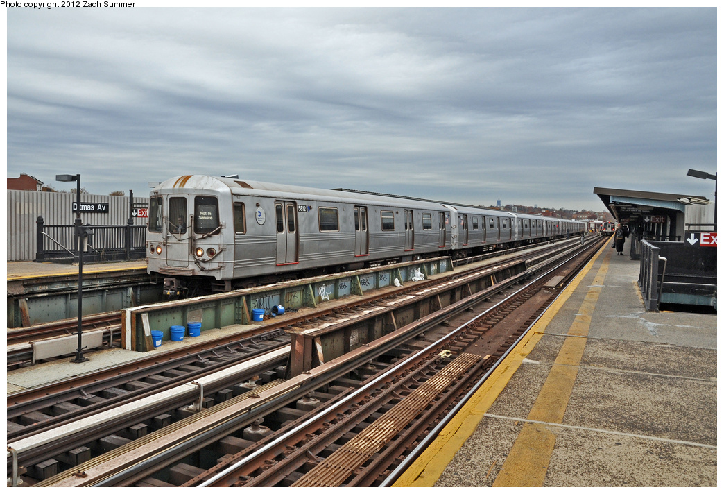 (403k, 1044x712)<br><b>Country:</b> United States<br><b>City:</b> New York<br><b>System:</b> New York City Transit<br><b>Line:</b> BMT Culver Line<br><b>Location:</b> Ditmas Avenue <br><b>Route:</b> F Yard Move<br><b>Car:</b> R-46 (Pullman-Standard, 1974-75) 5812 <br><b>Photo by:</b> Zach Summer<br><b>Date:</b> 11/15/2011<br><b>Viewed (this week/total):</b> 0 / 412