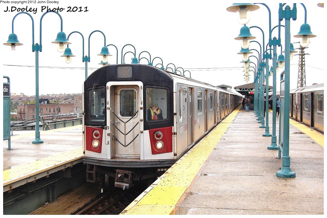 (361k, 1044x694)<br><b>Country:</b> United States<br><b>City:</b> New York<br><b>System:</b> New York City Transit<br><b>Line:</b> IRT Flushing Line<br><b>Location:</b> 61st Street/Woodside <br><b>Route:</b> Testing<br><b>Car:</b> R-188 (R-142A Conversion, Kawasaki, 1999-2002) 7271 <br><b>Photo by:</b> John Dooley<br><b>Date:</b> 9/20/2011<br><b>Notes:</b> R-188 CBTC conversion test train.<br><b>Viewed (this week/total):</b> 2 / 584