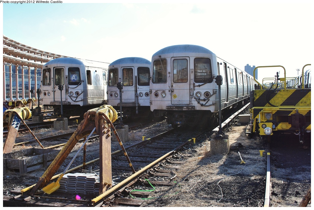 (365k, 1044x698)<br><b>Country:</b> United States<br><b>City:</b> New York<br><b>System:</b> New York City Transit<br><b>Location:</b> 207th Street Yard<br><b>Car:</b> R-44 (St. Louis, 1971-73)  <br><b>Photo by:</b> Wilfredo Castillo<br><b>Date:</b> 2/1/2012<br><b>Viewed (this week/total):</b> 3 / 464