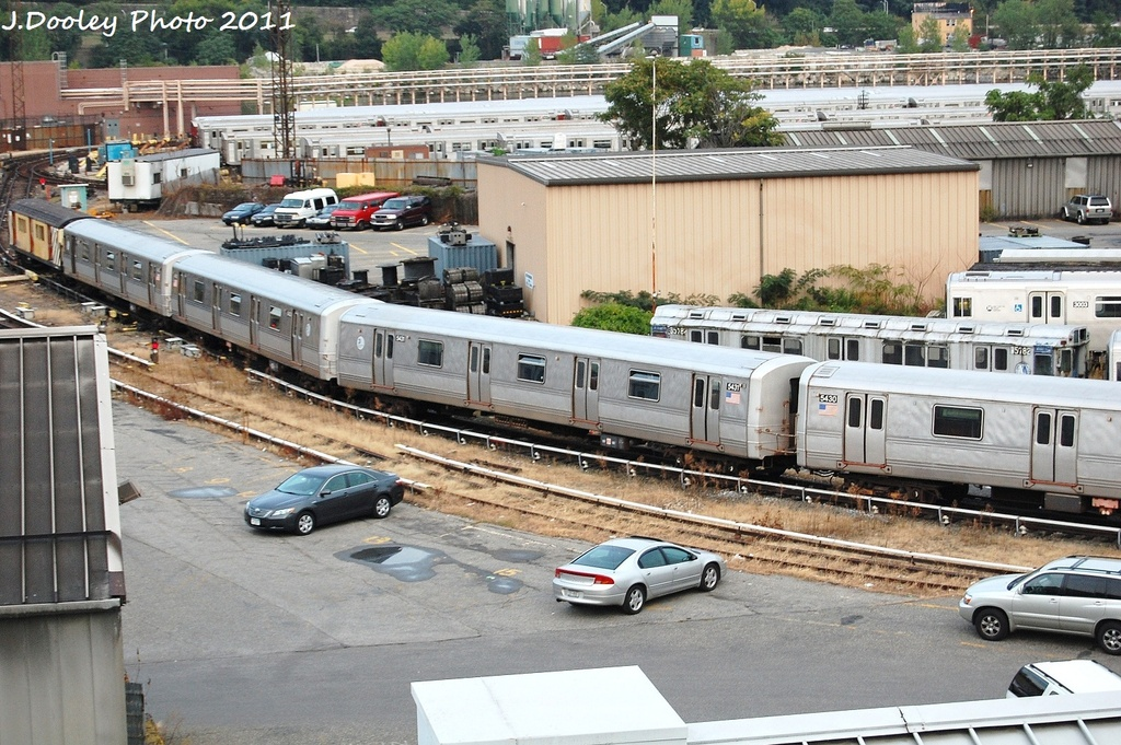 (401k, 1024x681)<br><b>Country:</b> United States<br><b>City:</b> New York<br><b>System:</b> New York City Transit<br><b>Location:</b> 207th Street Yard<br><b>Car:</b> R-44 (St. Louis, 1971-73) 5431 <br><b>Photo by:</b> John Dooley<br><b>Date:</b> 9/22/2011<br><b>Viewed (this week/total):</b> 1 / 377