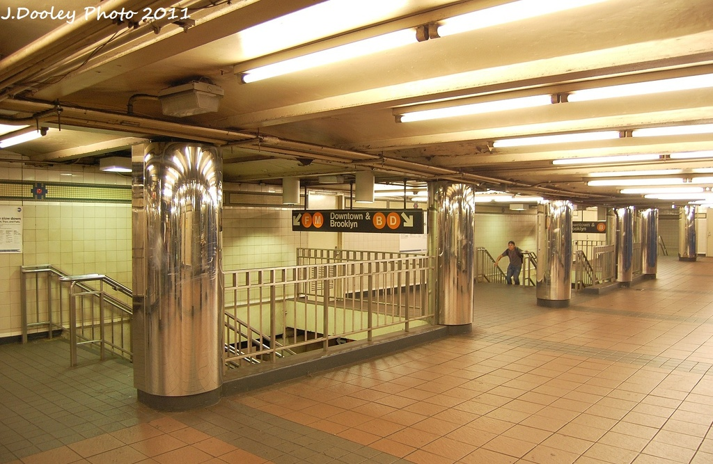 (332k, 1024x667)<br><b>Country:</b> United States<br><b>City:</b> New York<br><b>System:</b> New York City Transit<br><b>Line:</b> IND 6th Avenue Line<br><b>Location:</b> 34th Street/Herald Square <br><b>Photo by:</b> John Dooley<br><b>Date:</b> 9/22/2011<br><b>Viewed (this week/total):</b> 6 / 590