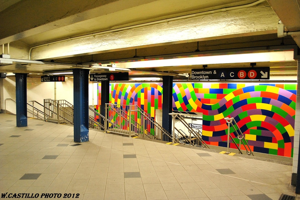 (342k, 1024x684)<br><b>Country:</b> United States<br><b>City:</b> New York<br><b>System:</b> New York City Transit<br><b>Line:</b> IND 8th Avenue Line<br><b>Location:</b> 59th Street/Columbus Circle <br><b>Photo by:</b> Wilfredo Castillo<br><b>Date:</b> 2/25/2012<br><b>Artwork:</b> <i>Whirls and Twirls</i>, Sol Lewitt (2007).<br><b>Viewed (this week/total):</b> 7 / 858