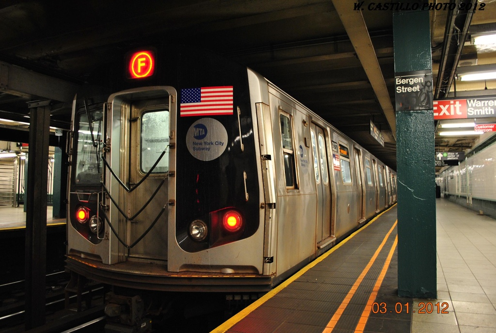 (286k, 1024x687)<br><b>Country:</b> United States<br><b>City:</b> New York<br><b>System:</b> New York City Transit<br><b>Line:</b> IND Crosstown Line<br><b>Location:</b> Bergen Street <br><b>Route:</b> F<br><b>Car:</b> R-160A (Option 1) (Alstom, 2008-2009, 5 car sets)  9237 <br><b>Photo by:</b> Wilfredo Castillo<br><b>Date:</b> 1/3/2012<br><b>Viewed (this week/total):</b> 2 / 620