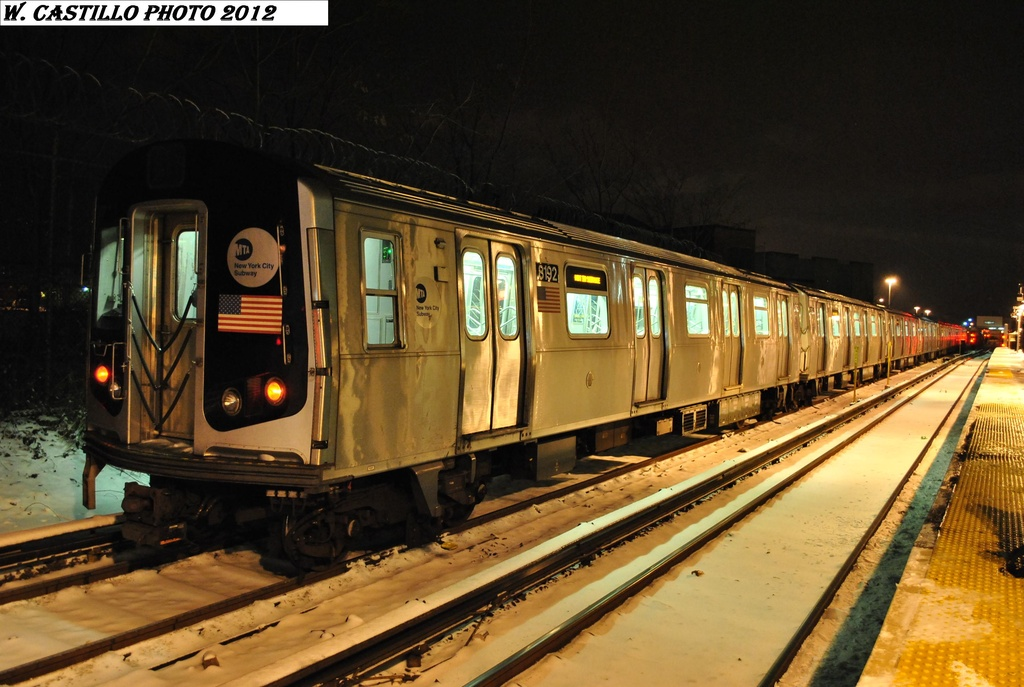 (297k, 1024x687)<br><b>Country:</b> United States<br><b>City:</b> New York<br><b>System:</b> New York City Transit<br><b>Line:</b> BMT Canarsie Line<br><b>Location:</b> East 105th Street <br><b>Car:</b> R-143 (Kawasaki, 2001-2002) 8192 <br><b>Photo by:</b> Wilfredo Castillo<br><b>Date:</b> 1/21/2012<br><b>Viewed (this week/total):</b> 2 / 271