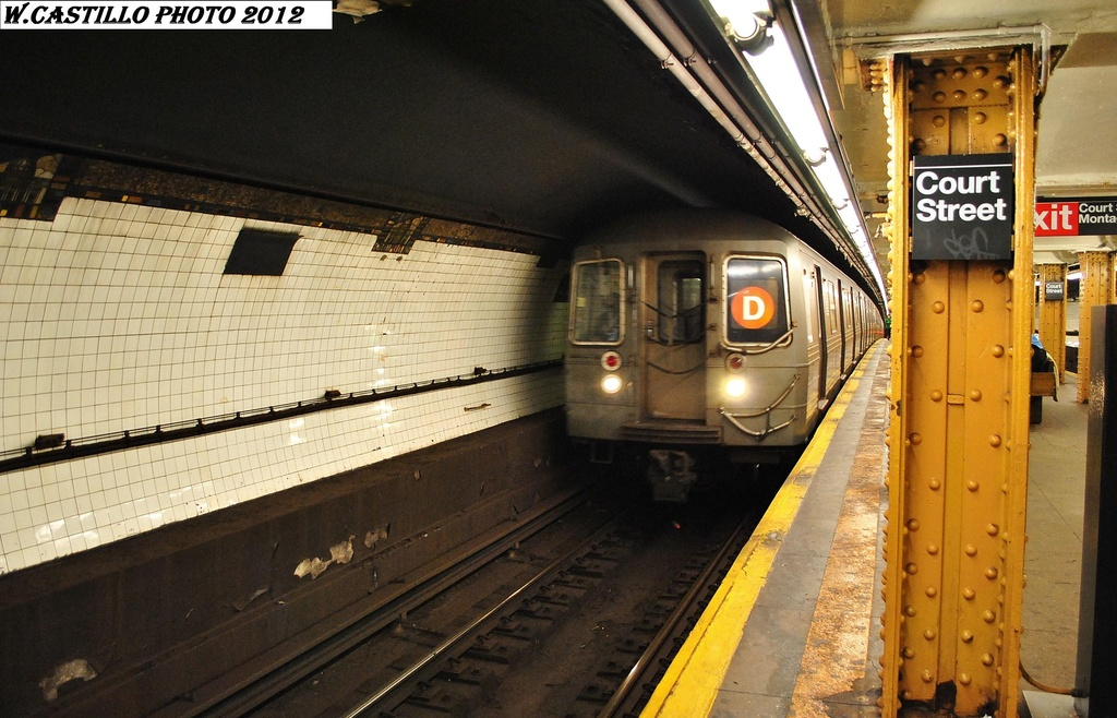 (318k, 1024x658)<br><b>Country:</b> United States<br><b>City:</b> New York<br><b>System:</b> New York City Transit<br><b>Line:</b> BMT Broadway Line<br><b>Location:</b> Court Street <br><b>Route:</b> D<br><b>Car:</b> R-68 (Westinghouse-Amrail, 1986-1988)   <br><b>Photo by:</b> Wilfredo Castillo<br><b>Date:</b> 2/27/2012<br><b>Viewed (this week/total):</b> 0 / 1190