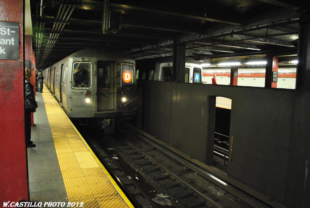 (277k, 1024x687)<br><b>Country:</b> United States<br><b>City:</b> New York<br><b>System:</b> New York City Transit<br><b>Line:</b> IND 6th Avenue Line<br><b>Location:</b> 42nd Street/Bryant Park <br><b>Route:</b> D<br><b>Car:</b> R-68 (Westinghouse-Amrail, 1986-1988)   <br><b>Photo by:</b> Wilfredo Castillo<br><b>Date:</b> 3/12/2012<br><b>Notes:</b> With R46 A reroute<br><b>Viewed (this week/total):</b> 5 / 974