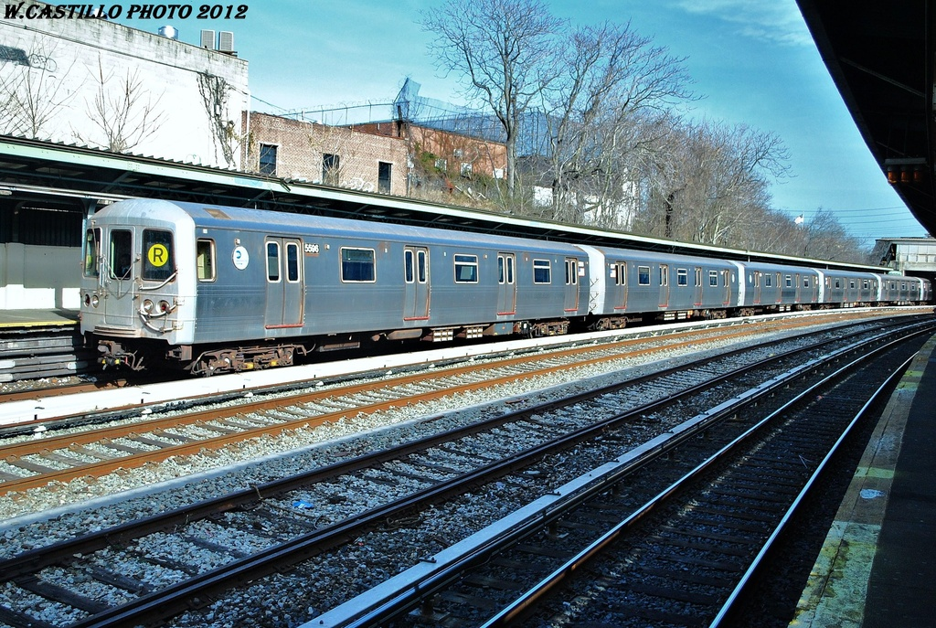 (448k, 1024x687)<br><b>Country:</b> United States<br><b>City:</b> New York<br><b>System:</b> New York City Transit<br><b>Line:</b> BMT Sea Beach Line<br><b>Location:</b> 8th Avenue <br><b>Route:</b> R put-in<br><b>Car:</b> R-46 (Pullman-Standard, 1974-75) 5596 <br><b>Photo by:</b> Wilfredo Castillo<br><b>Date:</b> 3/12/2012<br><b>Viewed (this week/total):</b> 1 / 453