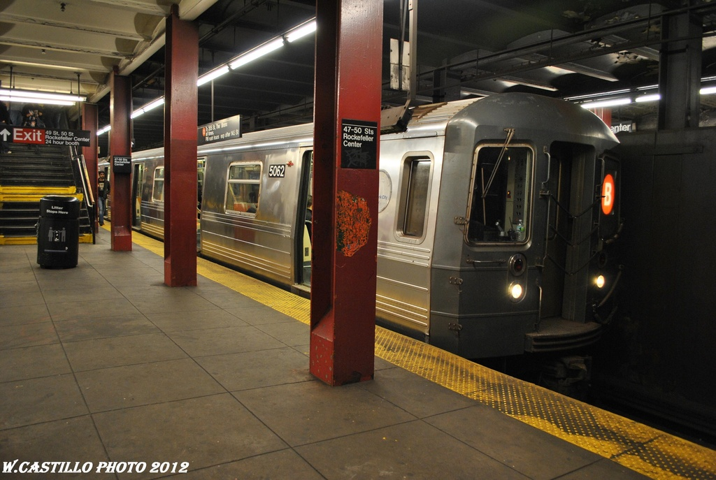 (285k, 1024x687)<br><b>Country:</b> United States<br><b>City:</b> New York<br><b>System:</b> New York City Transit<br><b>Line:</b> IND 6th Avenue Line<br><b>Location:</b> 47-50th Street/Rockefeller Center <br><b>Route:</b> B<br><b>Car:</b> R-68A (Kawasaki, 1988-1989)  5062 <br><b>Photo by:</b> Wilfredo Castillo<br><b>Date:</b> 3/12/2012<br><b>Viewed (this week/total):</b> 0 / 1035