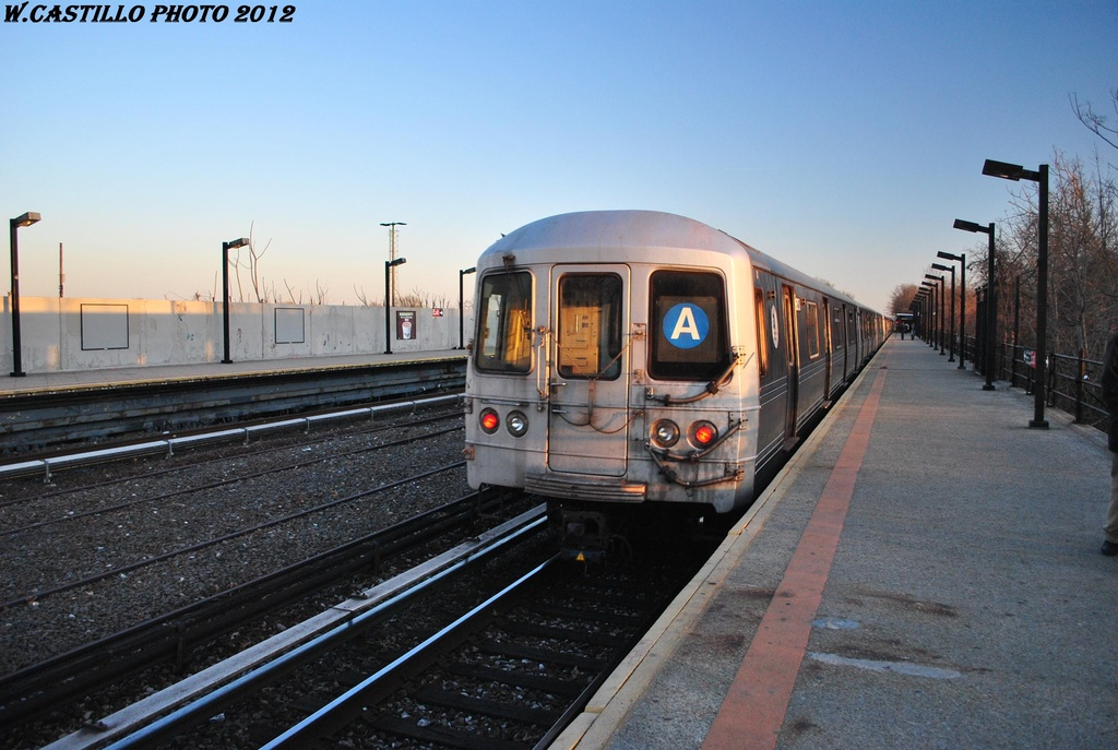 (293k, 1024x687)<br><b>Country:</b> United States<br><b>City:</b> New York<br><b>System:</b> New York City Transit<br><b>Line:</b> IND Rockaway<br><b>Location:</b> Aqueduct/North Conduit Avenue <br><b>Route:</b> A<br><b>Car:</b> R-46 (Pullman-Standard, 1974-75) 6050 <br><b>Photo by:</b> Wilfredo Castillo<br><b>Date:</b> 3/14/2012<br><b>Viewed (this week/total):</b> 7 / 293