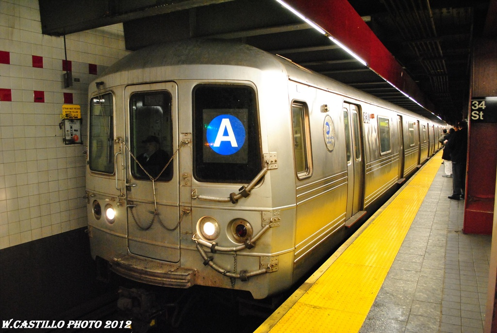 (286k, 1024x687)<br><b>Country:</b> United States<br><b>City:</b> New York<br><b>System:</b> New York City Transit<br><b>Line:</b> IND 6th Avenue Line<br><b>Location:</b> 34th Street/Herald Square <br><b>Route:</b> A reroute<br><b>Car:</b> R-46 (Pullman-Standard, 1974-75) 6138 <br><b>Photo by:</b> Wilfredo Castillo<br><b>Date:</b> 3/15/2012<br><b>Viewed (this week/total):</b> 4 / 1152