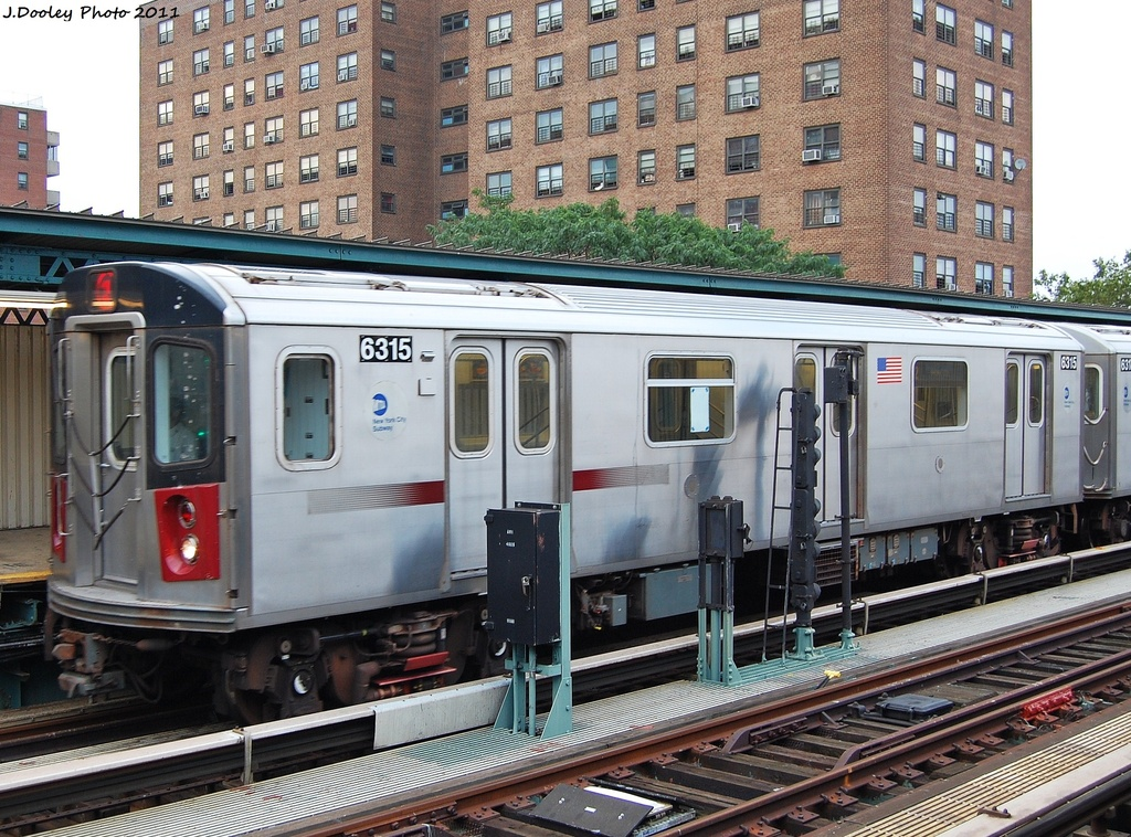 (421k, 1024x758)<br><b>Country:</b> United States<br><b>City:</b> New York<br><b>System:</b> New York City Transit<br><b>Line:</b> IRT Brooklyn Line<br><b>Location:</b> Junius Street <br><b>Route:</b> 2 Put-in<br><b>Car:</b> R-142 (Primary Order, Bombardier, 1999-2002)  6315 <br><b>Photo by:</b> John Dooley<br><b>Date:</b> 7/7/2011<br><b>Viewed (this week/total):</b> 9 / 846