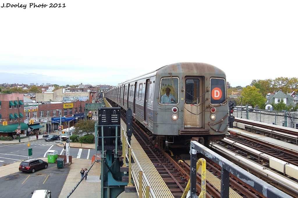 (328k, 1024x681)<br><b>Country:</b> United States<br><b>City:</b> New York<br><b>System:</b> New York City Transit<br><b>Line:</b> BMT West End Line<br><b>Location:</b> 71st Street <br><b>Route:</b> D<br><b>Car:</b> R-68 (Westinghouse-Amrail, 1986-1988)  2766 <br><b>Photo by:</b> John Dooley<br><b>Date:</b> 10/12/2011<br><b>Viewed (this week/total):</b> 2 / 243