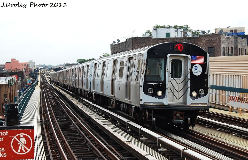 (348k, 1024x662)<br><b>Country:</b> United States<br><b>City:</b> New York<br><b>System:</b> New York City Transit<br><b>Line:</b> BMT West End Line<br><b>Location:</b> Fort Hamilton Parkway <br><b>Route:</b> N reroute<br><b>Car:</b> R-160B (Option 1) (Kawasaki, 2008-2009)  9154 <br><b>Photo by:</b> John Dooley<br><b>Date:</b> 9/22/2011<br><b>Viewed (this week/total):</b> 1 / 254