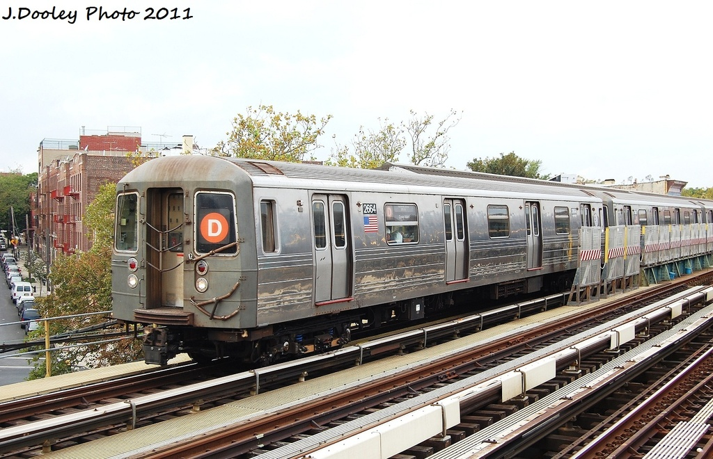 (353k, 1024x660)<br><b>Country:</b> United States<br><b>City:</b> New York<br><b>System:</b> New York City Transit<br><b>Line:</b> BMT West End Line<br><b>Location:</b> Fort Hamilton Parkway <br><b>Route:</b> D<br><b>Car:</b> R-68 (Westinghouse-Amrail, 1986-1988)  2664 <br><b>Photo by:</b> John Dooley<br><b>Date:</b> 9/22/2011<br><b>Viewed (this week/total):</b> 1 / 299