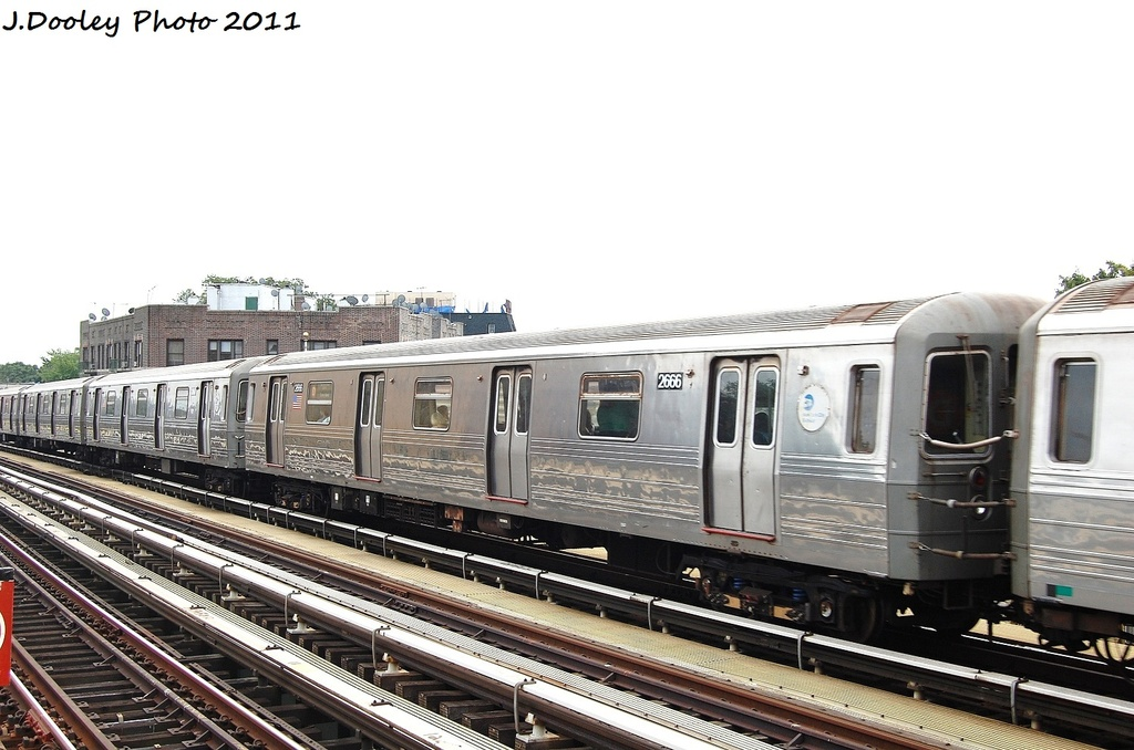 (287k, 1024x678)<br><b>Country:</b> United States<br><b>City:</b> New York<br><b>System:</b> New York City Transit<br><b>Line:</b> BMT West End Line<br><b>Location:</b> Fort Hamilton Parkway <br><b>Route:</b> D<br><b>Car:</b> R-68 (Westinghouse-Amrail, 1986-1988)  2666 <br><b>Photo by:</b> John Dooley<br><b>Date:</b> 9/22/2011<br><b>Viewed (this week/total):</b> 2 / 709