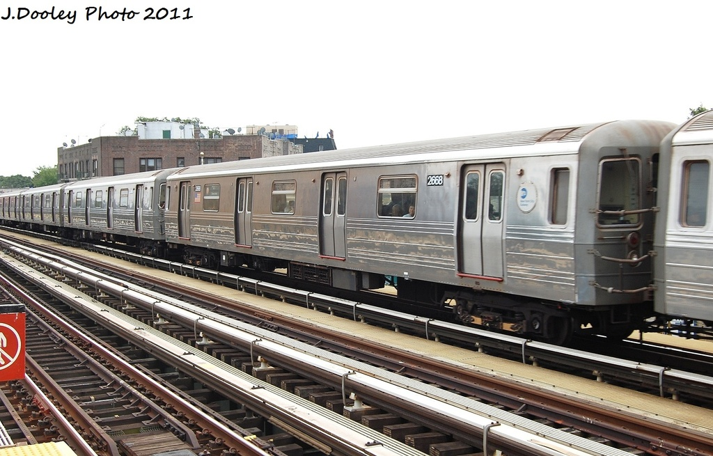 (309k, 1024x655)<br><b>Country:</b> United States<br><b>City:</b> New York<br><b>System:</b> New York City Transit<br><b>Line:</b> BMT West End Line<br><b>Location:</b> Fort Hamilton Parkway <br><b>Route:</b> D<br><b>Car:</b> R-68 (Westinghouse-Amrail, 1986-1988)  2668 <br><b>Photo by:</b> John Dooley<br><b>Date:</b> 9/22/2011<br><b>Viewed (this week/total):</b> 0 / 173