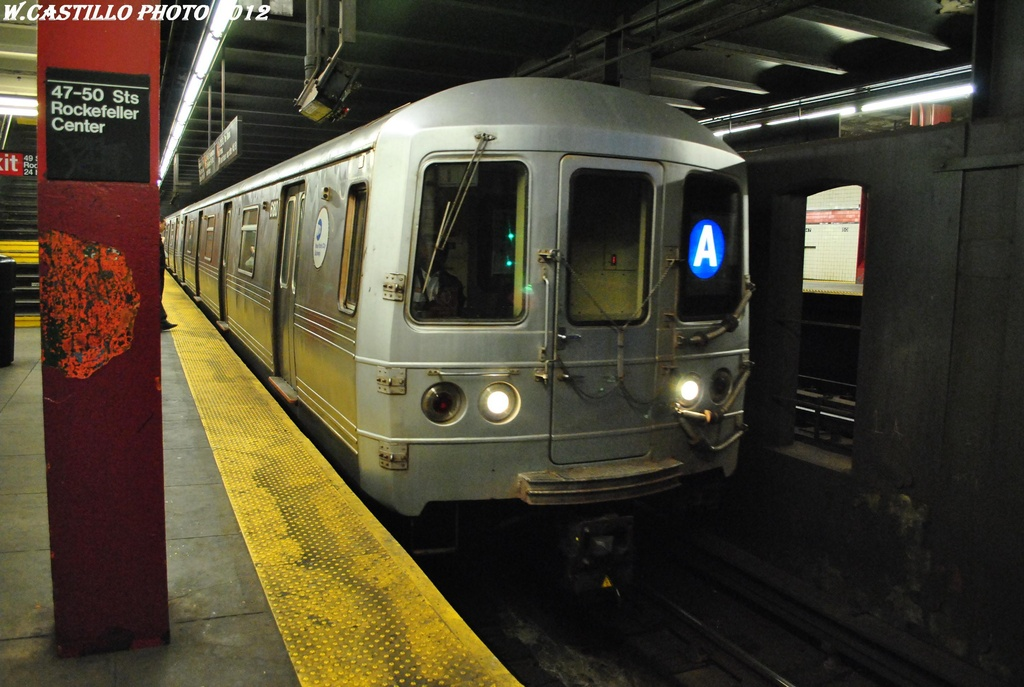(283k, 1024x687)<br><b>Country:</b> United States<br><b>City:</b> New York<br><b>System:</b> New York City Transit<br><b>Line:</b> IND 6th Avenue Line<br><b>Location:</b> 47-50th Street/Rockefeller Center <br><b>Route:</b> A reroute<br><b>Car:</b> R-46 (Pullman-Standard, 1974-75) 6180 <br><b>Photo by:</b> Wilfredo Castillo<br><b>Date:</b> 3/12/2012<br><b>Viewed (this week/total):</b> 1 / 381