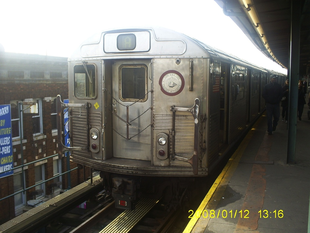 (271k, 1024x768)<br><b>Country:</b> United States<br><b>City:</b> New York<br><b>System:</b> New York City Transit<br><b>Line:</b> IND Fulton Street Line<br><b>Location:</b> Lefferts Boulevard <br><b>Route:</b> A<br><b>Car:</b> R-38 (St. Louis, 1966-1967)  4022 <br><b>Photo by:</b> Christopher Henderson<br><b>Date:</b> 1/12/2008<br><b>Viewed (this week/total):</b> 2 / 183