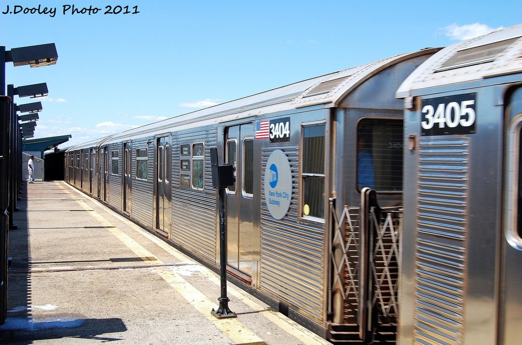 (356k, 1024x677)<br><b>Country:</b> United States<br><b>City:</b> New York<br><b>System:</b> New York City Transit<br><b>Line:</b> IND Fulton Street Line<br><b>Location:</b> 88th Street/Boyd Avenue <br><b>Route:</b> A<br><b>Car:</b> R-32 (Budd, 1964)  3404 <br><b>Photo by:</b> John Dooley<br><b>Date:</b> 8/11/2011<br><b>Viewed (this week/total):</b> 2 / 629
