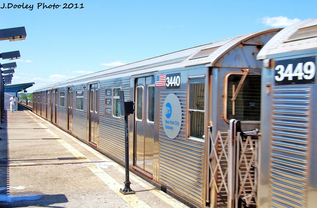 (363k, 1024x674)<br><b>Country:</b> United States<br><b>City:</b> New York<br><b>System:</b> New York City Transit<br><b>Line:</b> IND Fulton Street Line<br><b>Location:</b> 88th Street/Boyd Avenue <br><b>Route:</b> A<br><b>Car:</b> R-32 (Budd, 1964)  3440 <br><b>Photo by:</b> John Dooley<br><b>Date:</b> 8/11/2011<br><b>Viewed (this week/total):</b> 4 / 282