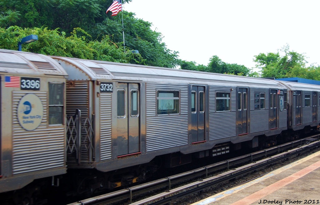 (307k, 1024x656)<br><b>Country:</b> United States<br><b>City:</b> New York<br><b>System:</b> New York City Transit<br><b>Line:</b> IND Rockaway<br><b>Location:</b> Broad Channel <br><b>Route:</b> S<br><b>Car:</b> R-32 (Budd, 1964)  3732 <br><b>Photo by:</b> John Dooley<br><b>Date:</b> 7/24/2011<br><b>Viewed (this week/total):</b> 3 / 147