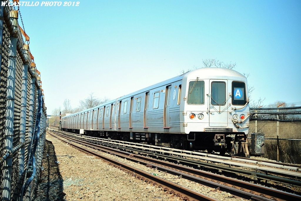 (368k, 1024x685)<br><b>Country:</b> United States<br><b>City:</b> New York<br><b>System:</b> New York City Transit<br><b>Line:</b> IND Rockaway<br><b>Location:</b> Howard Beach <br><b>Route:</b> A<br><b>Car:</b> R-46 (Pullman-Standard, 1974-75) 5840 <br><b>Photo by:</b> Wilfredo Castillo<br><b>Date:</b> 3/27/2012<br><b>Viewed (this week/total):</b> 3 / 705