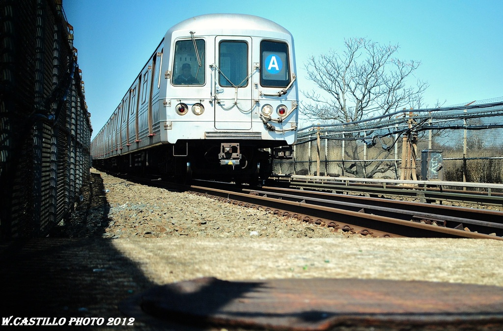 (348k, 1024x675)<br><b>Country:</b> United States<br><b>City:</b> New York<br><b>System:</b> New York City Transit<br><b>Line:</b> IND Rockaway<br><b>Location:</b> Howard Beach <br><b>Route:</b> A<br><b>Car:</b> R-46 (Pullman-Standard, 1974-75) 6106 <br><b>Photo by:</b> Wilfredo Castillo<br><b>Date:</b> 3/27/2012<br><b>Viewed (this week/total):</b> 2 / 243