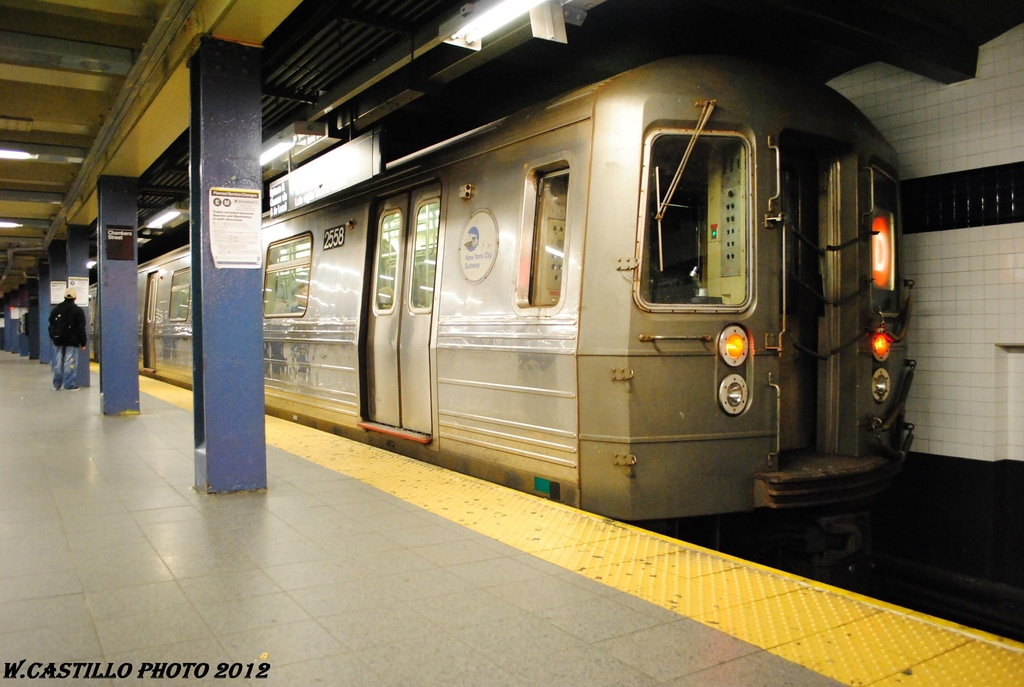 (273k, 1024x687)<br><b>Country:</b> United States<br><b>City:</b> New York<br><b>System:</b> New York City Transit<br><b>Line:</b> IND 8th Avenue Line<br><b>Location:</b> Chambers Street/World Trade Center <br><b>Route:</b> D reroute<br><b>Car:</b> R-68 (Westinghouse-Amrail, 1986-1988)  2558 <br><b>Photo by:</b> Wilfredo Castillo<br><b>Date:</b> 3/27/2012<br><b>Viewed (this week/total):</b> 1 / 201