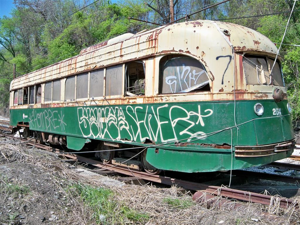 (248k, 1024x768)<br><b>Country:</b> United States<br><b>City:</b> Baltimore, MD<br><b>System:</b> Baltimore Streetcar Museum <br><b>Car:</b> PTC/SEPTA Wartime Air-car PCC (St.Louis, 1942)  2647 <br><b>Photo by:</b> Fran Rogers<br><b>Date:</b> 4/11/2010<br><b>Viewed (this week/total):</b> 2 / 235